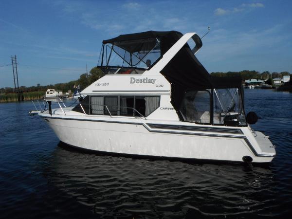 Carver 320 Voyager