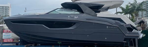 Cruisers Yachts 38 GLS OB SOUTH BEACH