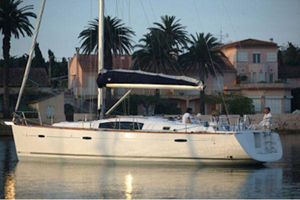 Beneteau Oceanis 43 Océanis 43: Manufacturer Provided Image: At Bay