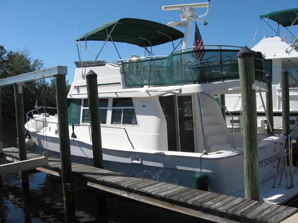 Mainship 39 Trawler Port profile