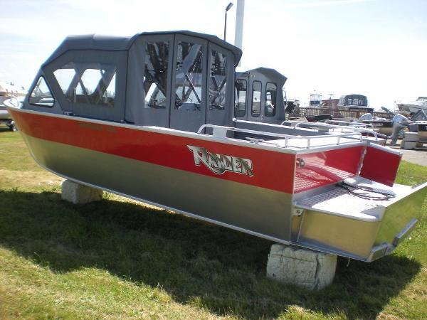Raider Mariner 208