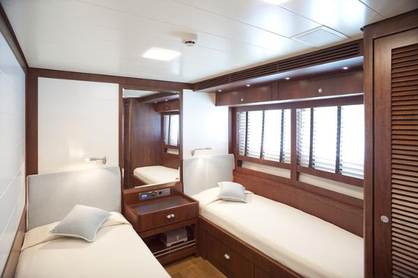 President 660 Expedition guest cabin