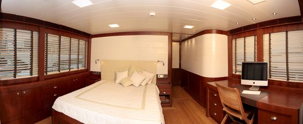 President 660 Expedition owner cabin