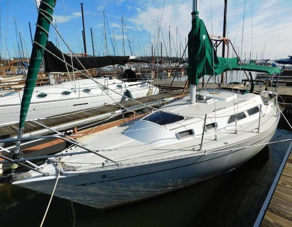 Islander 28 Port Side