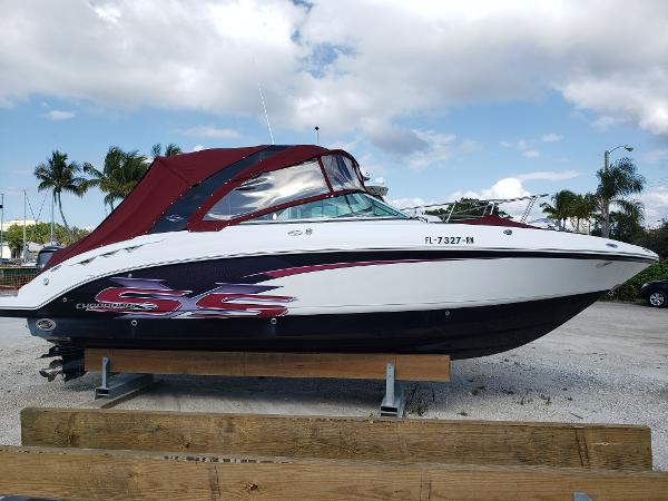 Chaparral 287 SSX Eye Catching Graphics