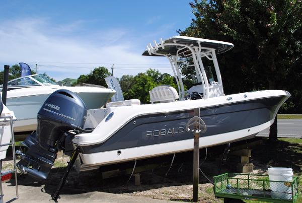 Robalo R242 Center Console 2017-Robalo-R242-Center-Console-Fishing-Boat-for-sale