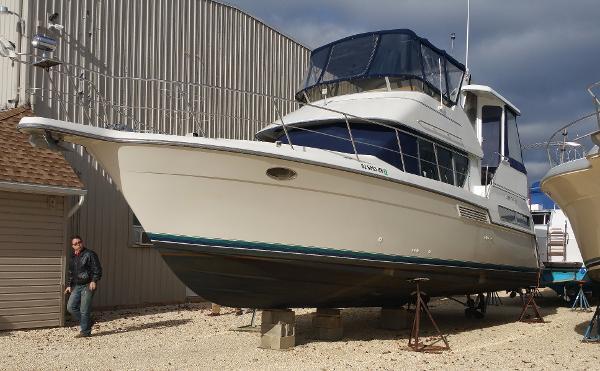 Carver 355 Motor Yacht