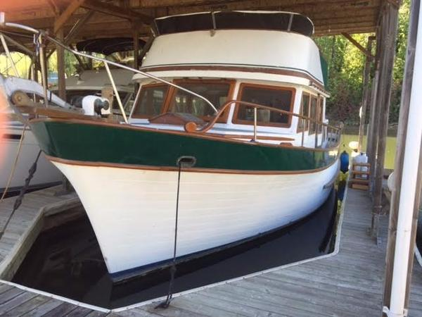 Marine Trader Double Cabin Portside bow