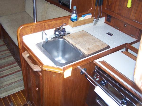 Sinks with new coutertop and faucet
