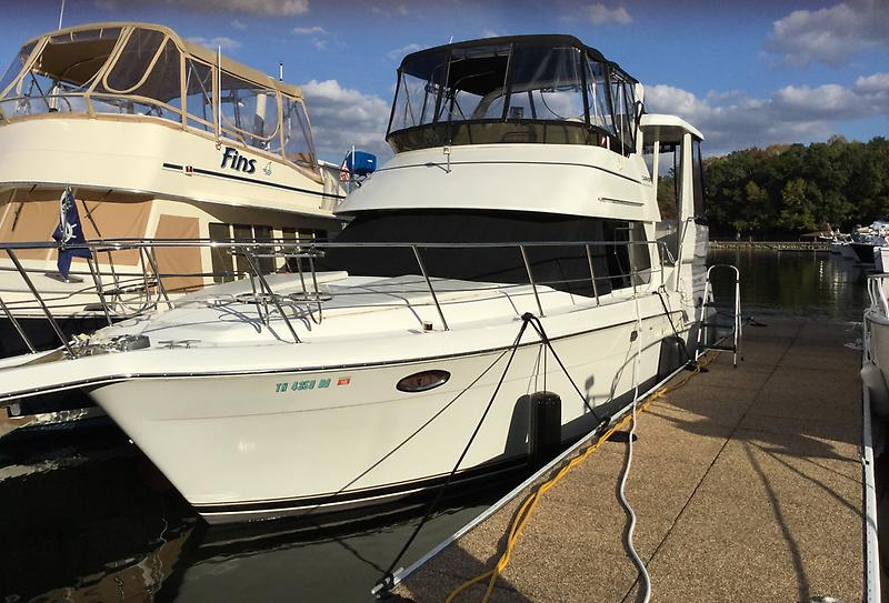 Carver 356 Aft Cabin Motoryacht Way2Much 2001 Carver 356 Ext Fwd Port Profile 2.jpeg