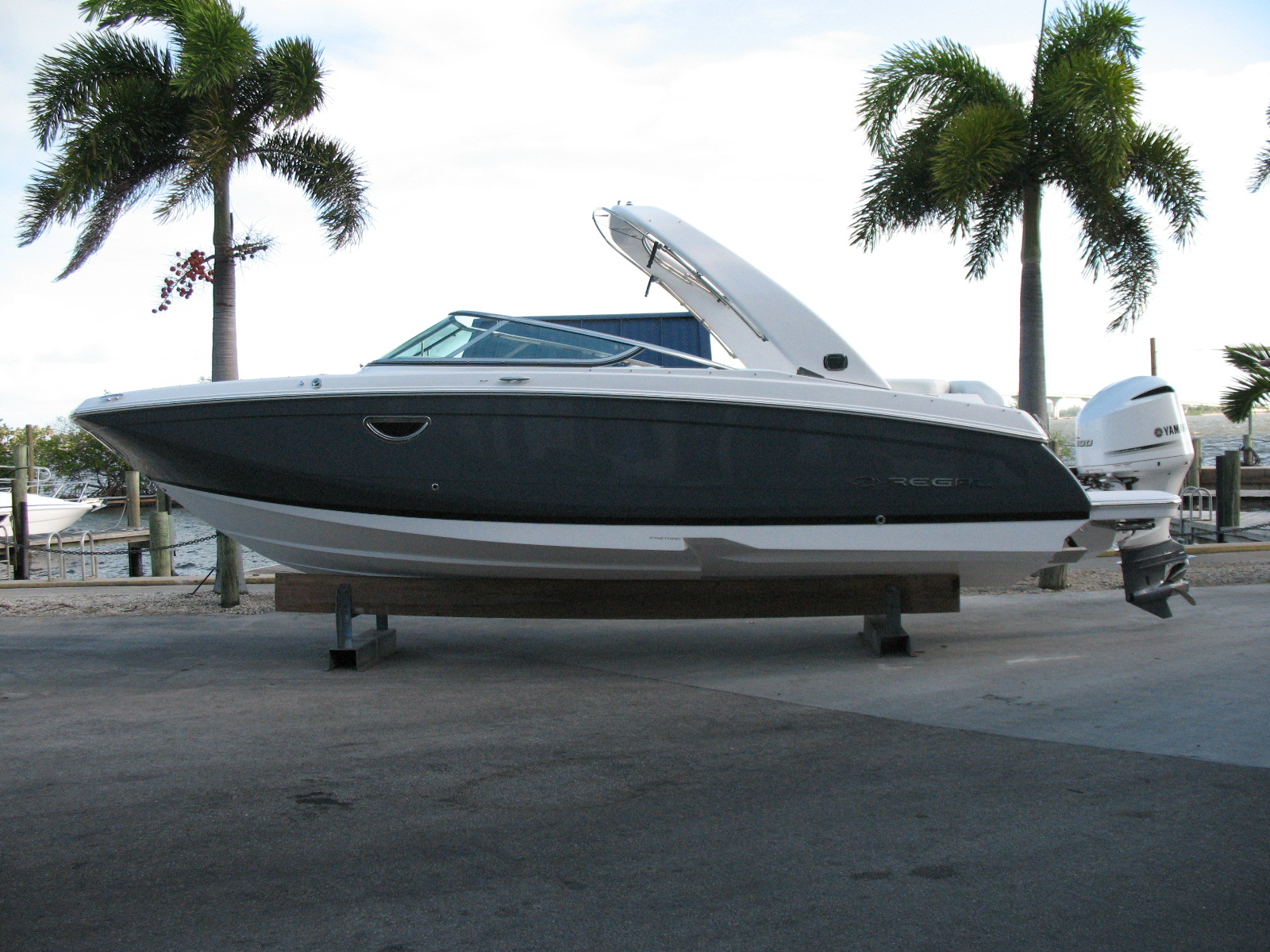 Regal Outboard 26 OBX