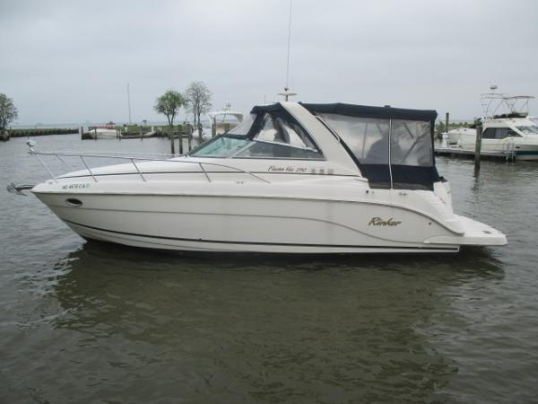 Rinker 290 Fiesta Vee Port View