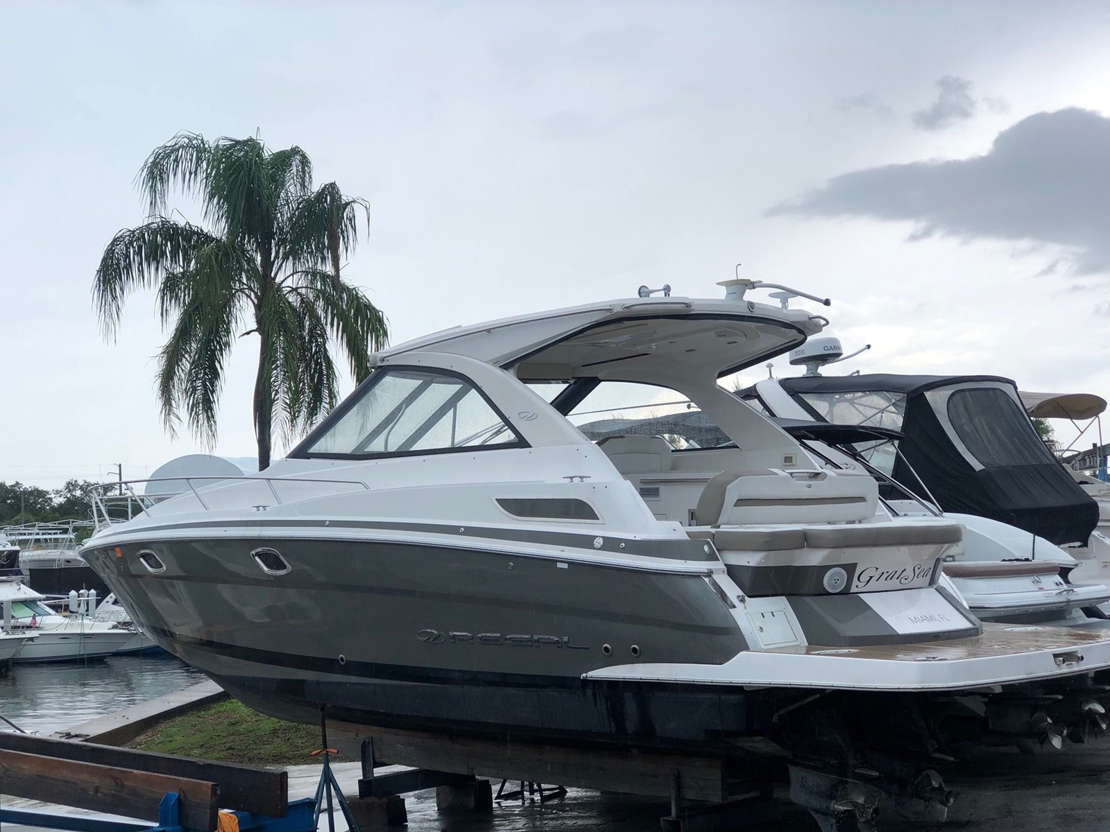 Regal Sport Yachts 35 Sport Coupe