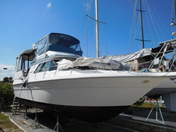 Sea Ray 380 Aft Cabin Portside Profile
