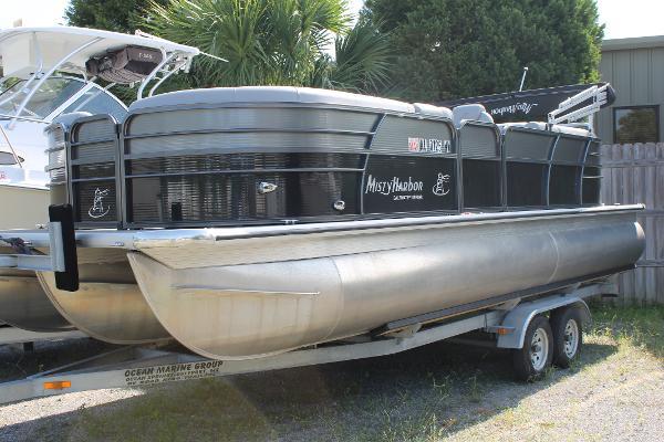 Misty Harbor 2285CU TRITOON
