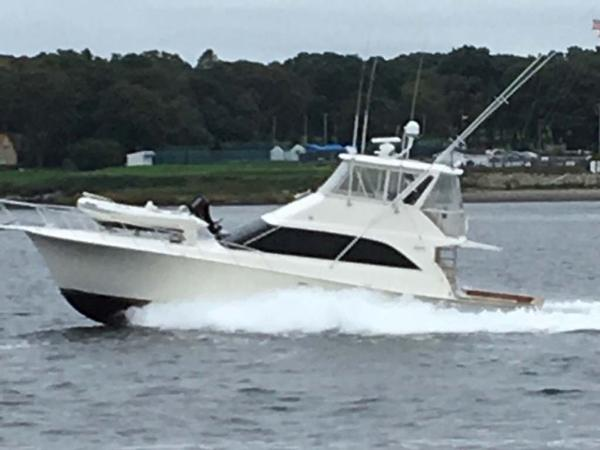 Ocean Yachts Sport Fisherman Underway