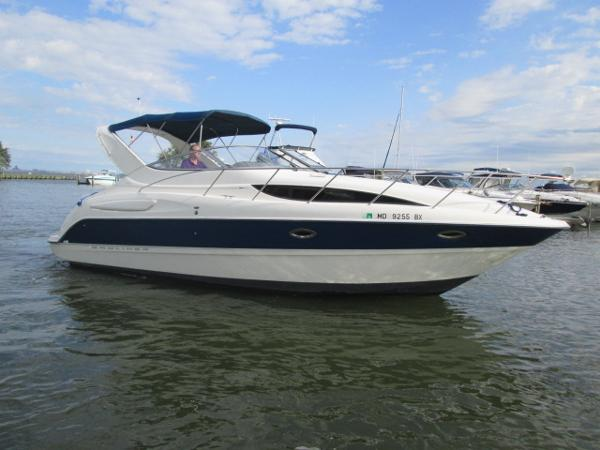 Bayliner 305 Starboard View