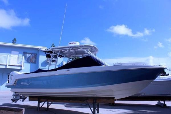Boston Whaler 270 Vantage Profile