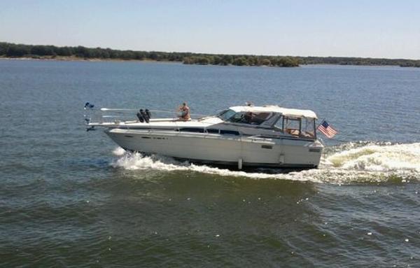 Sea Ray 360 Express Cruiser Underway