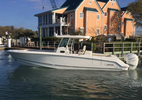 Boston Whaler 330 Outrage