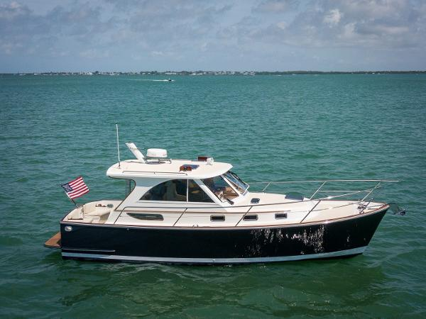 Legacy Yachts Legacy Tartan 32' Starboard Profile