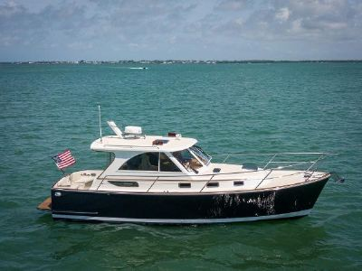 Legacy Yachts Legacy Tartan 32' Starboard Profile