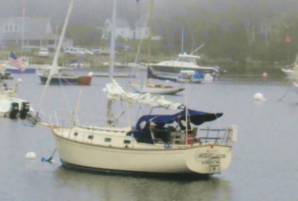 Island Packet IP31 Moonshadow in Christmas Cove