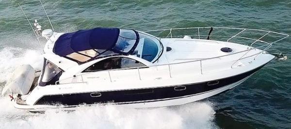 Fairline Targa 38 Fairline Targa 38 - On the water