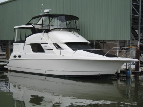 Silverton 372 Motor Yacht FWD STB PROFILE