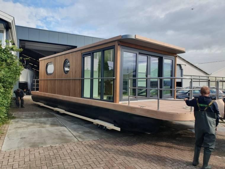 Lotus Houseboat Lotus Houseboat 12