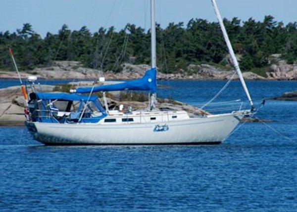 Niagara 35 Mark 1 At Anchor