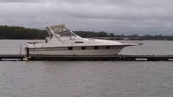 Cruisers Yachts 3370 Esprit