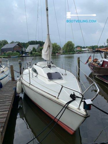 Bonito Boats 767