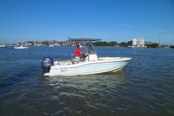 Scout 210 Sportfish STARBOARD UNDERWAY