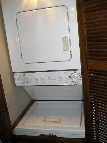 Washer & dryer in guest head
