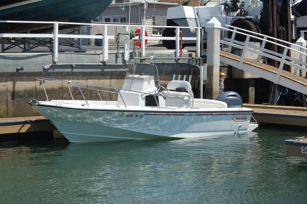 Boston Whaler 21 Outrage Popular offshore model