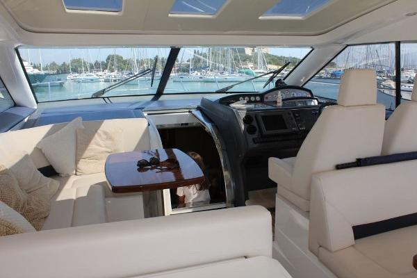 Princess V53 Helm Seating