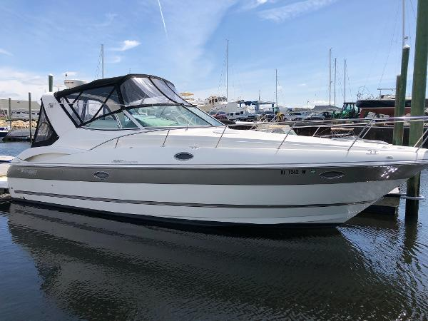 Cruisers Yachts 320 Express Happy Ours