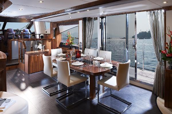 Sunseeker 28 M Yacht Dining