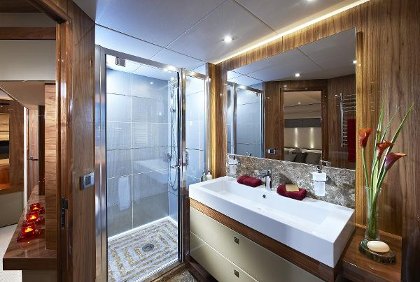 Sunseeker 28 M Yacht Bathroom