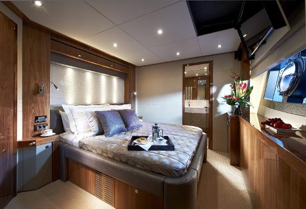 Sunseeker 28 M Yacht Cabin