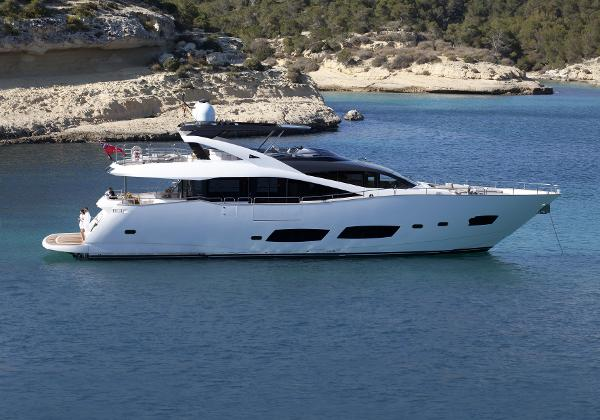 Sunseeker 28 M Yacht Anchored