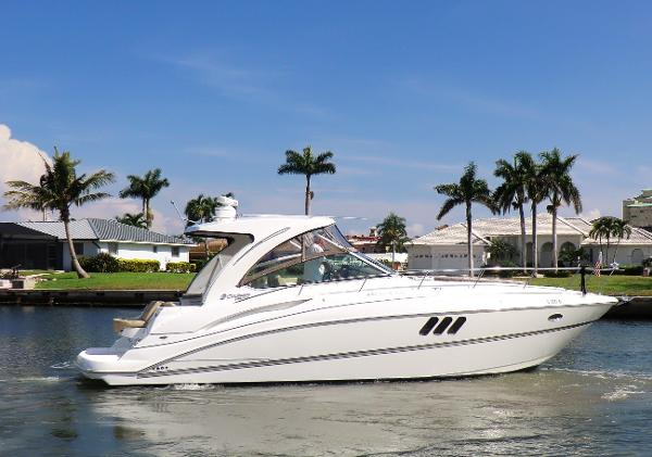 Cruisers Yachts 380 Express Profile