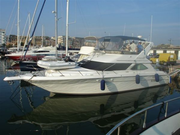 Sea Ray 440 Express Cruiser Photo 1