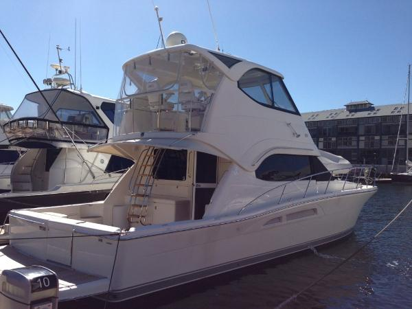Riviera 47 Enclosed Flybridge