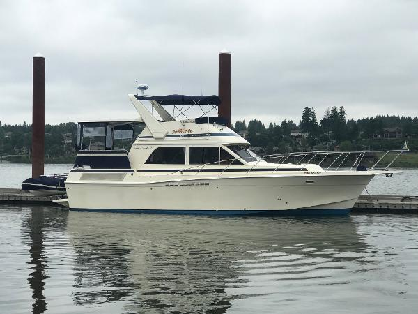 Chris-Craft 426 Catalina Starboard