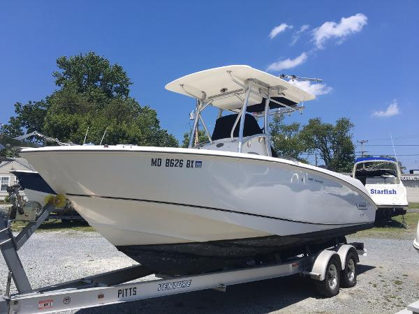 Boston Whaler 240 Outrage Port Bow