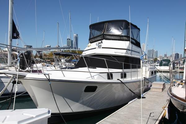 Carver 36 Aft Cabin Motoryacht At Dock