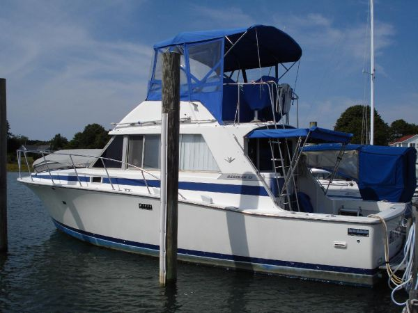 Bertram 33 Flybridge Cruiser Photo 1