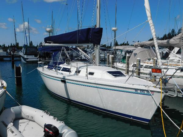 Catalina 320 Starboard bow